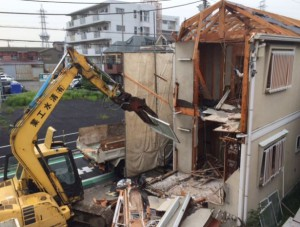 96..アパート取り壊しの解体工事を依頼する